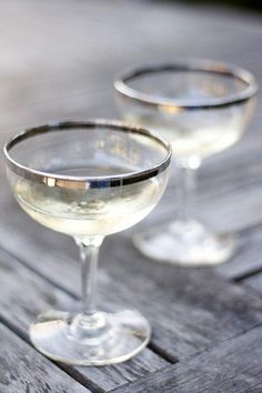 d9771bc73bb5 Love these vintage style champagne glasses