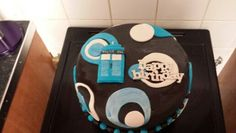 Dr who cake Syn Free Gravy, Dr Who Cake, Birthday Cake For Him, Take The Cake, Decorated Cakes, Homemade Cakes, Let Them Eat Cake, Cake Decorating, Lord
