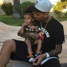 Chris Brown daughter royalty beautiful little girl baby Brown royalty birthday party Cute Family, Baby Family, Family Goals, Family Life, Father And Baby, Dad Baby, Mother Son, Baby Girls, Baby Boy