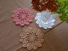 ひまわりコースター♪の作り方|編み物|編み物・手芸・ソーイング|ハンドメイドカテゴリ|アトリエ Lace Doilies, Crochet Doilies, Crochet Lace, Mug Rugs, Crochet Gifts, Crochet Motif, Handicraft, Color Inspiration, Crochet Projects