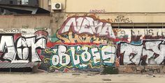 Obras anónimas realizadas con spray en un recinto muy cercano al famoso Arco de Triunfo. #ArtSocietatEducació2016 #tags #grupB