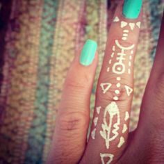 tribal finger...would be cool as a white ink tattoo