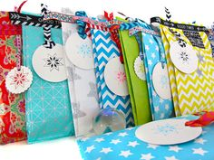 Geschenkverpackung mit Geschenkpapier und Nähmaschine von lila-lotta