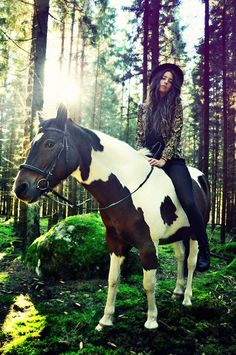 Girl on horseback in the woods All The Pretty Horses, Beautiful Horses, Yellow Tree Wallpaper, Horse Wallpaper, Wallpaper Ideas, 365days, Horse Fashion, Thing 1, Equine Photography