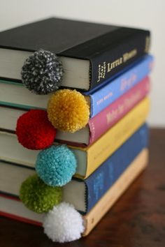 Yarn ball bookmarks at design mom diy gifts for kids, crafts to make and sell Yarn Crafts, Diy And Crafts, Crafts For Kids, Arts And Crafts, Crafts To Make And Sell Easy, Creative Crafts, Sell Diy, Kids Diy, Crafts With Wool