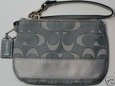 COACH F47788 GRAY OUTLINE C SIGNATURE WRISTLET NWT + FREE GIFT $40.00