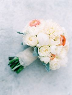 White and ivory bouquet with pops of peach ranunculus: http://www.stylemepretty.com/2014/08/20/classic-spring-st-louis-wedding/ | Photography: Clary Pfeiffer - http://www.claryphoto.com/