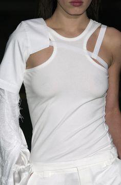 F Vandevorst Spring Summer 2004 Fashion Week, Runway Fashion, Fashion Show, Womens Fashion, Mode Steampunk, Fashion Details, Fashion Design, Mode Inspiration, White Style