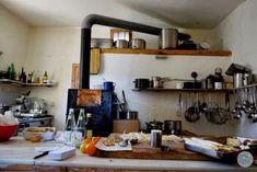 Mit Servus TV in Südtirol im Haus Briol. Dieses Haus hat eine geniale Geschichte zu erzählen. #südtirol #briol #urlaub #familienurlaub Servus Tv, Floating Shelves, Modern, Innovation, Blog, Home Decor, Europe Travel Tips, Nice Apartments, Homes