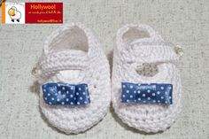 crocheted baby shoes with polka dot bow