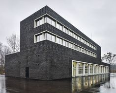 Rettungswache in Dresden von Pussert Kosch / Backstein zwischen Platten - Architektur und Architekten - News / Meldungen / Nachrichten - BauNetz.de