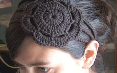 Here's another headband made with my free pattern , to which I've added a rounded flower applique that makes it even more cute I think! The ...