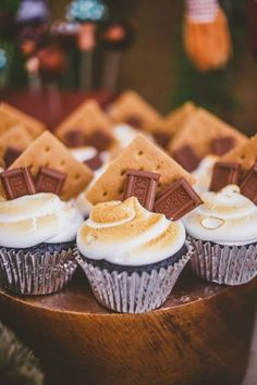 Fall Baby Shower Themes That Go Way Beyond the Pumpkin Love these s'mores cupcakes for a campfire-themed baby shower.Love these s'mores cupcakes for a campfire-themed baby shower. Fall Party Themes, Theme Ideas, Ideas Party, Fall Party Foods, Fall Theme Cakes, Decor Ideas, Gateau Baby Shower, Shower Baby, Fall Baby Showers