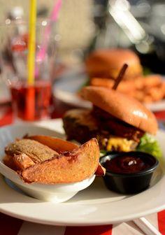 Burger-Test: TGI Fridays Vienna. BBQ Burger mit Steak Fries   Review auf http://www.piximitmilch.at/