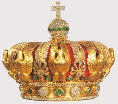 Crown of Empress Eugenie 1855 This small crown, worn on top of the head, rather than around, is made of gold and set with diamonds and emeralds. The classic style is again evident, especially in the use of the eagle as motif Royal Crown Jewels, Royal Crowns, Royal Tiaras, Royal Jewelry, Tiaras And Crowns, Jewellery, Men's Jewelry, Nutella Gift, Antique Jewelry