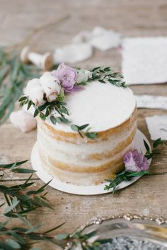 22 Pretty Single Layer Wedding Cakes for 2020 Trends single tier naked wedding cake Small Wedding Cakes, Wedding Cake Rustic, Rustic Cake, Wedding Cake Designs, Wedding Cake Toppers, Wedding Cakes One Tier, Gold Wedding, Wedding Ceremony, 1 Layer Wedding Cake