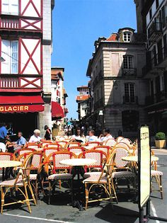san juan de luz ,france Basque Country, Where The Heart Is, Old Houses, Times Square, Travel Tips, My Photos, Beautiful, City, Amor