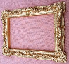 Moldura de Resina * Antique * <br> <br>Decore com Estilo! <br> <br>*Confeccionamos na cor desejada* <br> <br>Medida:40 x 30 cm