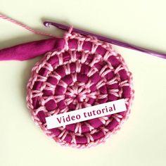 Virkattu kude matto virkkaus Crochet Hooks, Knit Crochet, Crochet Fashion, Pot Holders, Crochet Projects, Knitting Patterns, Diy And Crafts, Projects To Try, Sewing