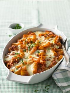 Rigatoni al forno, a nice recipe from the Pasta category. Ratings: 63 Rigatoni al forno, a nice recipe from the Pasta category. Noodle Recipes, Pasta Recipes, Dinner Recipes, Pork Recipes, Tortellini, Penne, Baked Rigatoni, Pasta Dishes, Pasta Food