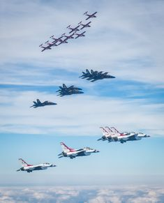 For the first time since their creation the RCAF Snowbirds USAF Thunderbirds and USN Blue Angels fly together in formation (MIC) Us Military Aircraft, Military Jets, Navy Military, Airplane Fighter, Fighter Aircraft, Air Fighter, Fighter Jets, Us Navy Blue Angels, F22 Raptor