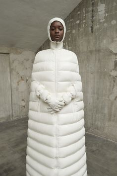 The complete Moncler 1 Pierpaolo Piccioli Fall 2018 Ready-to-Wear fashion show now on Vogue Runway. Future Fashion, Big Fashion, New York Fashion, Fashion Show, Womens Fashion, Fashion Weeks, Milan Fashion, Moncler, Vogue Paris