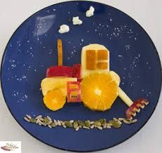Fruit Tractor - Fun, healthy, creative food for kids big and small Finger Foods For Kids, Healthy Meals For Kids, Kids Meals, Edible Crafts, Food Crafts, Cute Food, Good Food, Funny Food, Cute Kids Snacks
