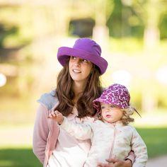 Pălăria clasică perfectă: cu boruri late și răcoroase. O pălărie perfectă de plajă pentru  bebeluși,copii și femei. Borurile rotunde se pot plia în funcție de preferințe.  Pălărie din materiale exclusiv organice.  - 100 % bumbac organic din culturi controlate biologic kbA. Bumbacul este lipsit de aditivi chimici.    Este o super pălărie de soare cu protecție UV pentru cei mici.  Mărimi pălărie de la 50(copii) până la 56( femei).   Produsele Pickapooh sunt fabricate în Germania. Cowboy Hats, Model, Fashion, Tricot, Moda, Fashion Styles, Scale Model, Fashion Illustrations