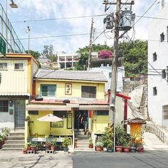 Japanese Buildings, Japanese Architecture, Japanese Streets, Aesthetic Japan, Japanese Aesthetic, Japan Street, Anime Scenery, Photo Reference, Land Scape