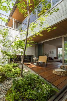 Home Building Design, House Design, Front Garden Landscape, Jungle House, Small Outdoor Spaces, Natural Homes, Dream House Exterior, Interior Garden, Backyard