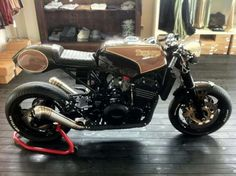 Triumph Triple Cafe Racer by Iron Pirate Garage - found on RocketGarage Triumph 900, Triumph Cafe Racer, Triumph Speed Triple, Triumph Motorcycles, Cafe Racers, Motorcycle Design, Motorcycle Style, Motorcycle Gear, Cafe Racer Kits