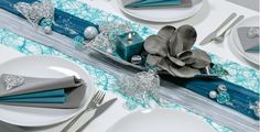Elegant silver and the trend color petrol characterize this table decoration for high . Elegant silver and the trend color petrol characterize this table decoration for high …, Wedding Napkins, Wedding Table, Diy Wedding Decorations, Table Decorations, Wedding News, Candy Party, Table Arrangements, Dinner Table, Invitation Design