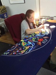 Christi Belcourt at work Native American Regalia, Native American Crafts, Native American Design, Native American Beadwork, Native American Fashion, Native Fashion, American Clothing, Indian Beadwork, Native Beadwork