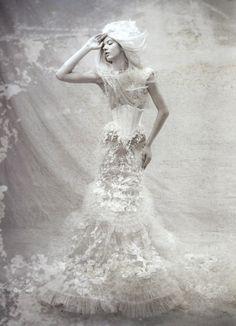 The Dress as art – Tex Saverio in Fashion Art Snow Queen, Ice Queen, White Art, Black And White, Snow White, Robert Mapplethorpe, Shades Of White, Pics Art, Fashion Art