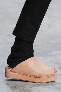 Totokaelo: totokaelo.com/shoes/clogs