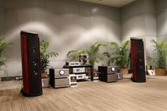 The beautiful Sonus faber Aida Speakers with Pass Labs Monoblock Amplifiers and Reference Audio Research electronics, Clearaudio Turntable. Sound Room, Hi End, Audio Room, High End Audio, Audio Speakers, Home Cinemas, Just Relax, Loudspeaker, Audio System