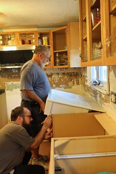 Installing an Ikea farmhouse sink - Weekend Craft installing the ikea farmhouse. Installing an Ikea farmhouse sink – Weekend Craft installing the ikea farmhouse sink Ikea Farmhouse Sink, Farmhouse Furniture, Farmhouse Ideas, Apron Front Sink, Apron Sink, Oak Cabinets, Custom Cabinets, Weekender, Ikea Sinks