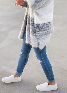 casual outfit idea_cardigan skinny jeans white slip-on