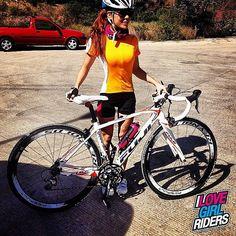 Beauty in a Fujy » Rider: Estefania Mejia - Photo: Rogelio Gomez - Location: Guadalajara, Mexico - #ilovegirlriders #iamagirlrider #ilgr #girlriders #cycling #cyclingwomen #womenscycling
