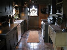 Nothing like a warm prim kitchen. So inviting