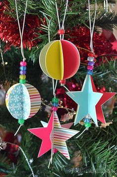 These paper ornaments are simple and gorgeous! Christmas Printables -paper decorations to print and make