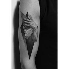 """3,150 curtidas, 41 comentários - Paweł Indulski (@dotyk.tattoo) no Instagram: """"Done at @redberrytattoostudio #guestspot #hands #hand #tattoo #dotwork #dotworktattoo…"""""""