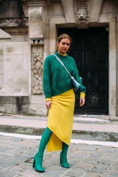 Passende Farbkombinationen: Tipps, wie man Farben perfekt kompiniert. #fashionweek #paris #streetstyle #fashion #trend #outfits #color #colorful #colour credit: imaxtree