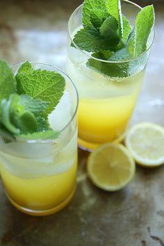 Sparkling Mango Lemonade...Looks yummy and non-alcoholic.