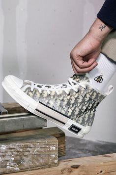 Luxury sneakers men - Kim Jones' Dior Men & KAWS Summer 2019 Capsule Collection Available Now – Luxury sneakers men Moda Sneakers, Dior Sneakers, Best Sneakers, Sneakers Fashion, High Top Sneakers, Sneaker Boots, Tenis Dior, Nike Cortez, Nike Huarache