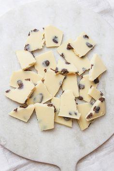 Raw Cookies and Cream White Chocolate - sugar free - vegan!