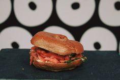 Μπορείς να φέρεις τη Νέα Υόρκη στην Αθήνα; Μπορείς! | Athens Voice Salmon Burgers, Athens, Hamburger, Restaurants, City, Ethnic Recipes, Food, Essen, Restaurant
