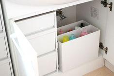 水回りのお掃除に欠かせないスポンジやマイクロファイバークロス、洗剤やシャンプーのストック類など。こうした日用品の収納にも、無印良品のアイテムが活躍してくれます。こちらのブロガーさんのお宅では、洗面台下にポリプロピレン収納用品を設置して、すっきり整理されています。扉を開けてサッと取り出せるので、とても使い勝手が良さそうですね♪