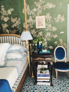 Floral bedroom themes are one of the most popular choices for girls of all ages. Green Rooms, Bedroom Green, Dream Bedroom, Master Bedroom, Bedroom Themes, Bedroom Decor, Entryway Decor, Feng Shui, Kips Bay Showhouse