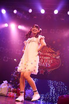 秋本帆華ソロ公演「夢の中のほのテル ~行ってみたいと思いませんか?fufufu♪~」の様子。(Photo by HIROKAZU)